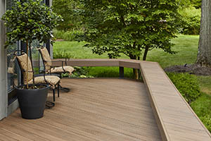 Backyard deck with built-in bench made from TimberTech AZEK Vintage Collection English Walnut