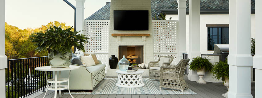 Big backyard ideas bring the indoors, out