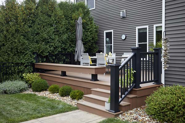 Privacy screen and composite deck
