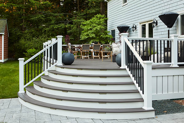 Composite deck board colors for a modern, high contrast space