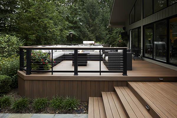 Modern deck railing ideas for an alpine-style railing