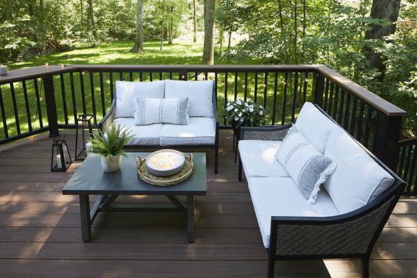 Modern deck railing ideas that are both cool and functional